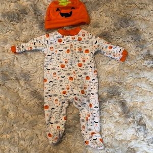 Carters Halloween NB footie and hat